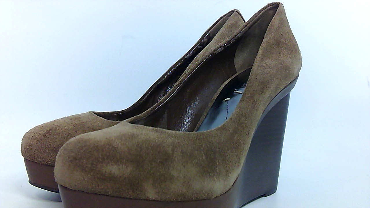 BCBGMAXAZRIA Womens mason Closed Toe Classic Pumps Acorn Size 9.5