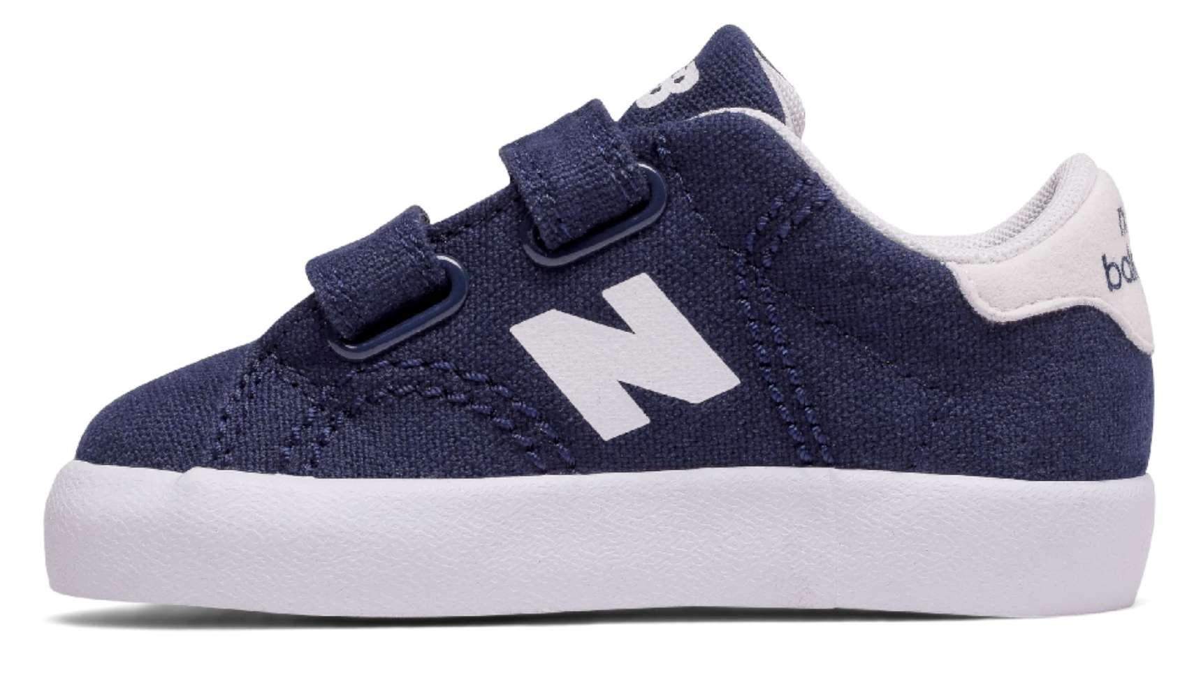 New Balance Boys KVCRTNWI Low Top Velcro Walking Navy/White Size Toddler 9M