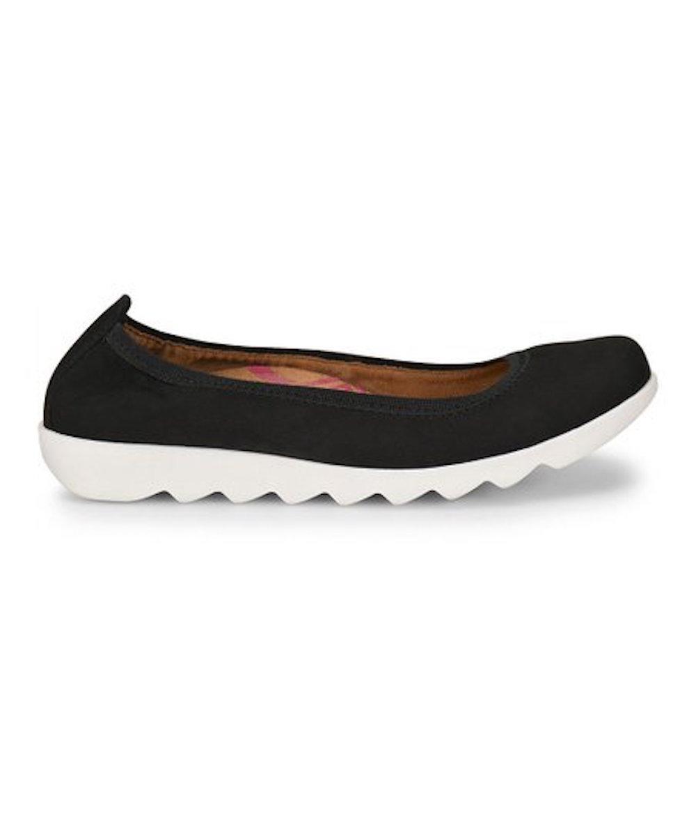 Comfortiva-Womens-Grace-Leather-Closed-Toe-Ballet-Flats thumbnail 5