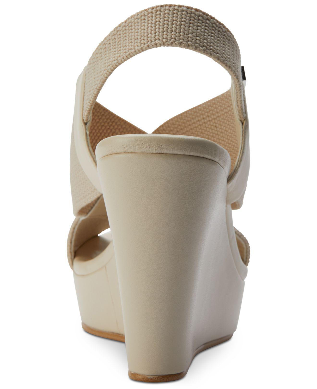 88d35bfd46c DKNY Womens Jamara Open Toe Casual Platform Sandals
