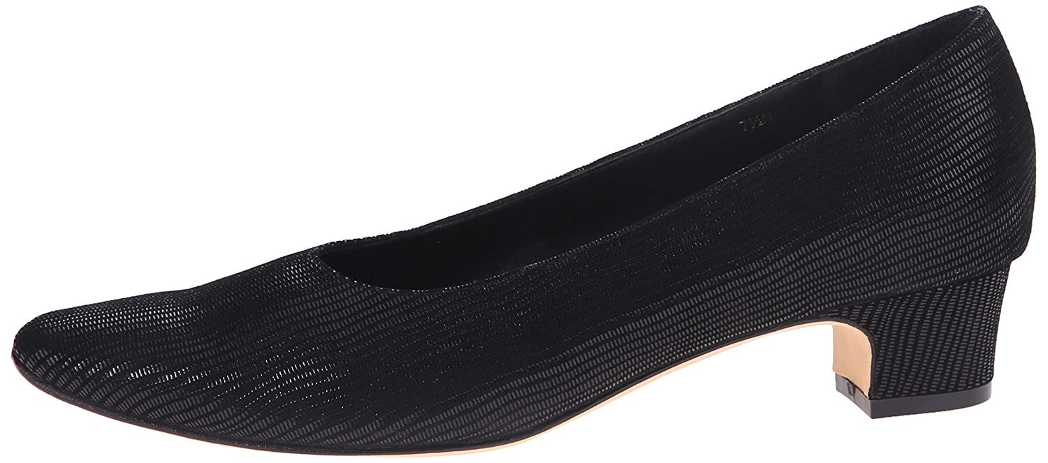 67566af7463 Vaneli Womens Astyr Round Toe Classic Pumps