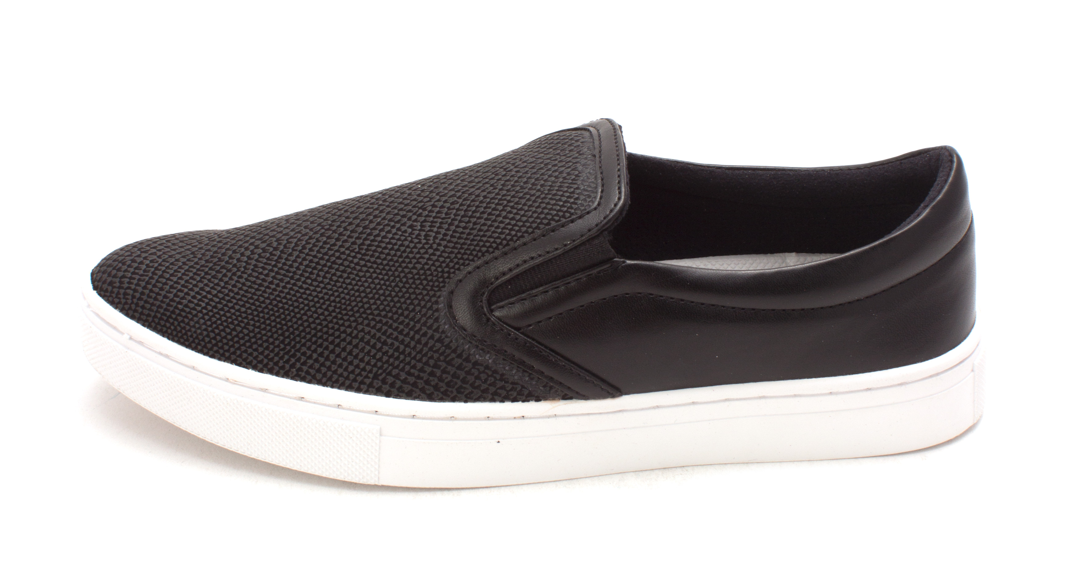 GUESS Womens Farilyn2 Low Top Slip On Fashion Sneakers Black Size 8.5
